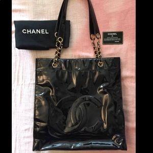 CHANEL Vintage CC Logo Patent Leather Shoulder Bag